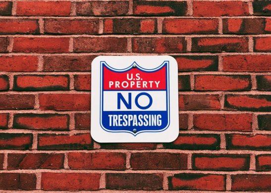 wall-no-tresspassing