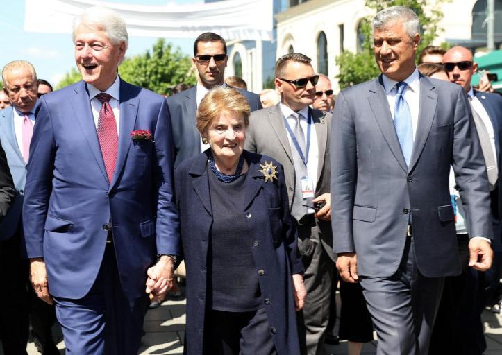 clinton-and-albright-in-kosovo